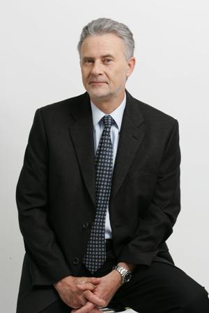 """ד""""ר יהודה גיל - רופאי שיניים בחיפה"""